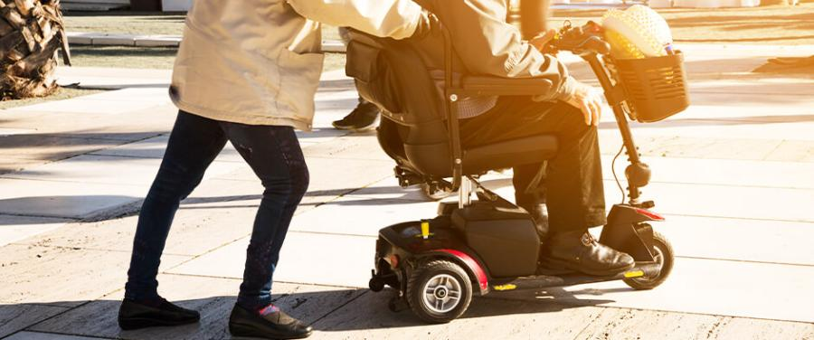 A Short Guide to Types of Walking Aids Available for Elderly People